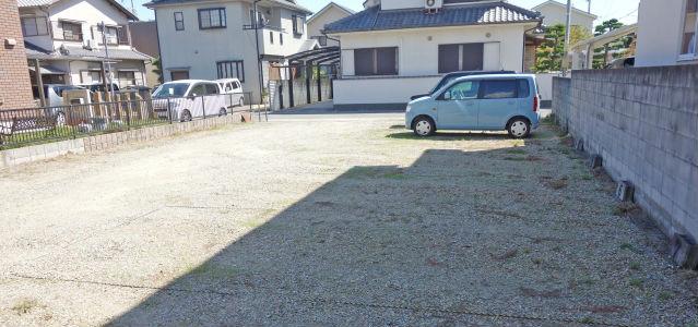解体して駐車場に
